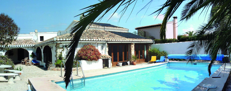 Großes Ferienhaus mit eigenem Pool (Ferienhaussuche).